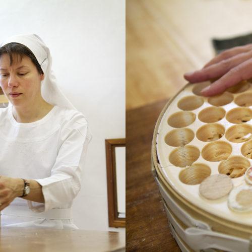 Nederland, Megen, 06 juni 2017 In de keuken van een Clarissen klooster in Megen nonnen bezig met het vervaardigen van host's. Foto: Stijn Rademaker